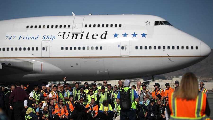 Boeing 747 takes last US commercial flight
