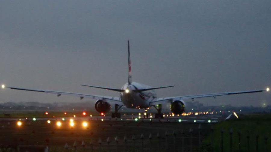 Fog delays flights at Hazrat Shahjalal Airport