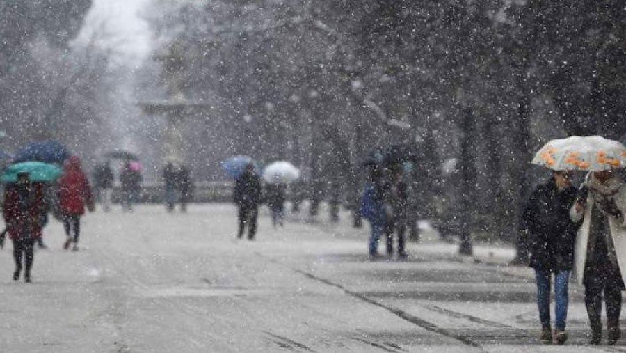 Heavy snow disrupts flights in Spain