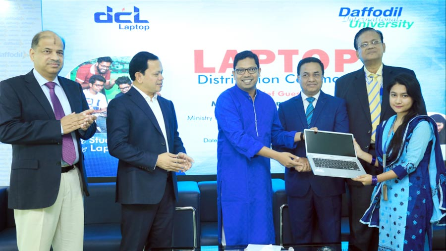 2200 students receive free DCL laptop