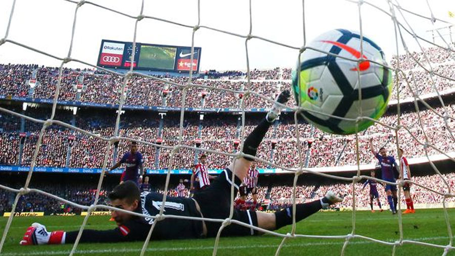Messi takes Barca 11 points clear