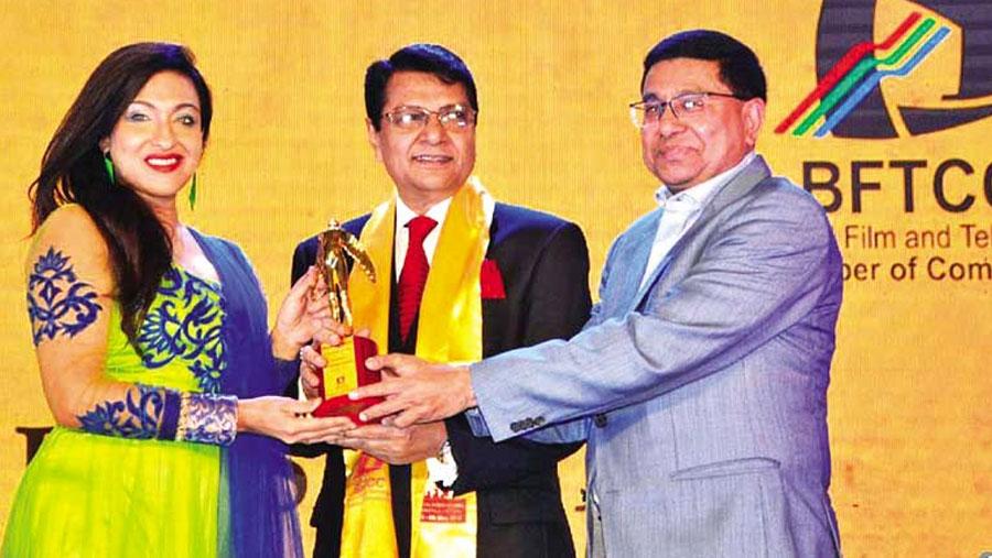 Alamgir honored with Nayakraz Razzak Award