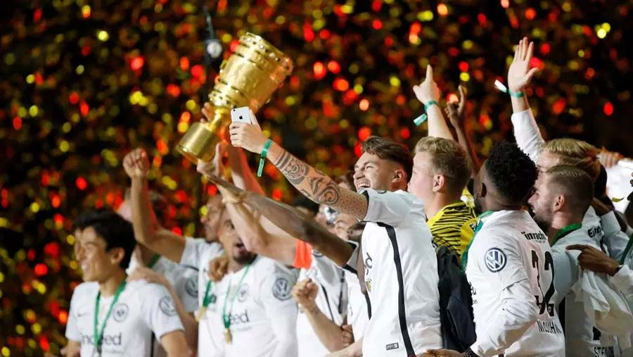 Frankfurt stun Bayern Munich in Cup final