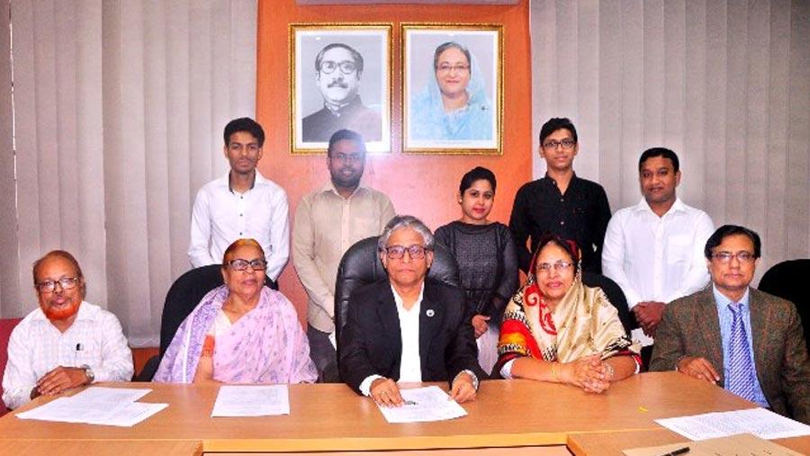 DU students get Prof Habiba Khatun Scholarship