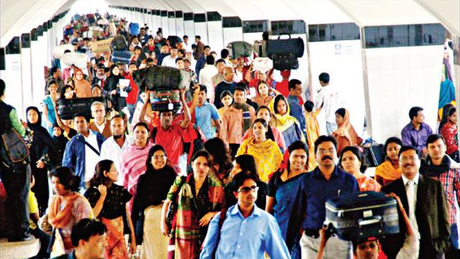 Eid holidaymakers start returning to Dhaka