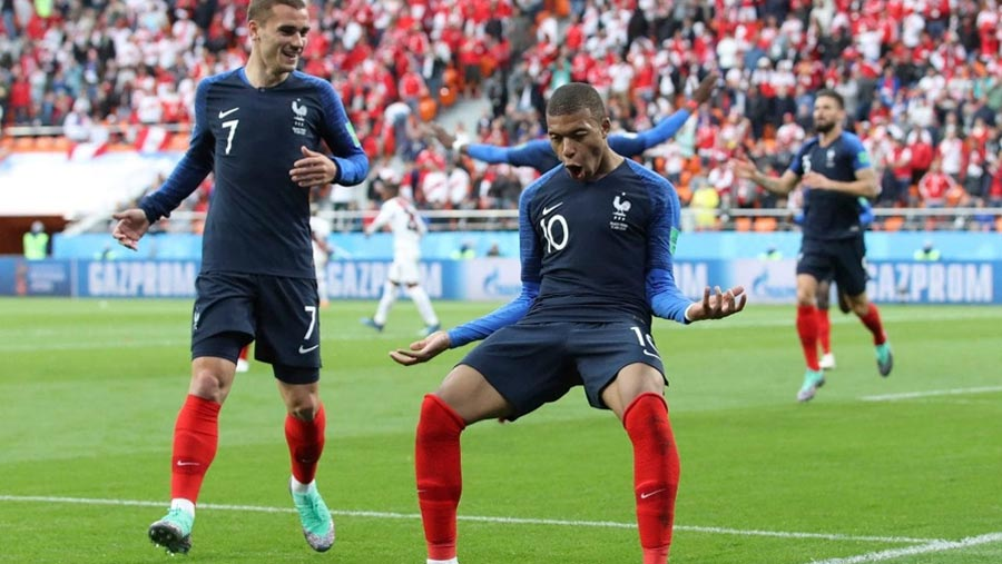 France beat Peru to book last-16 place