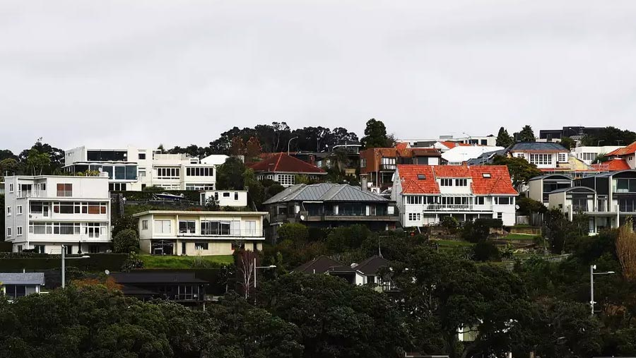 NZ bans sale of homes to foreign buyers