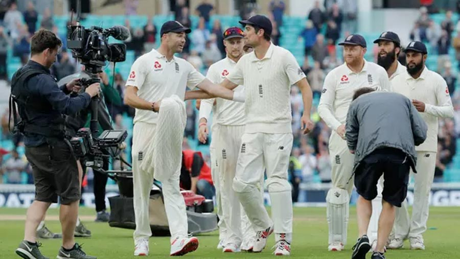 England clinch Test series 4-1