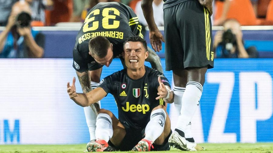 Ronaldo sent off as Juve beat Valencia