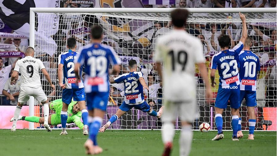 Real beat Espanyol to go top of La Liga