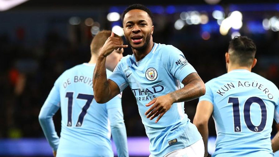 Sterling signs new Man City contract