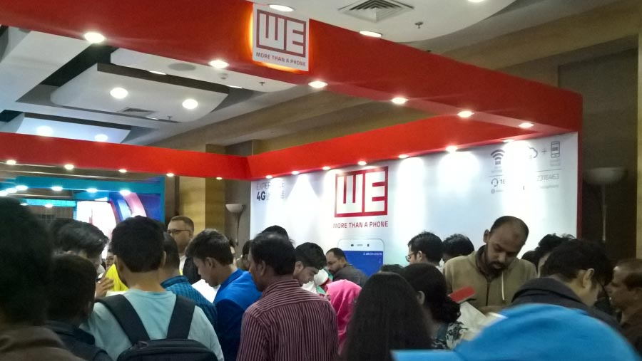 Offers draw crowds to smartphone & tab expo