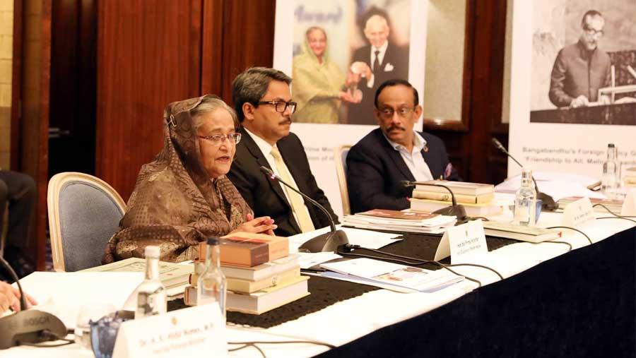 PM asks BD envoys to pursue economic diplomacy