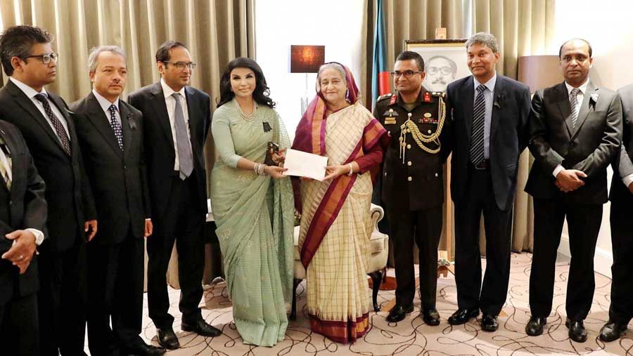 PM receives donation for flood victims