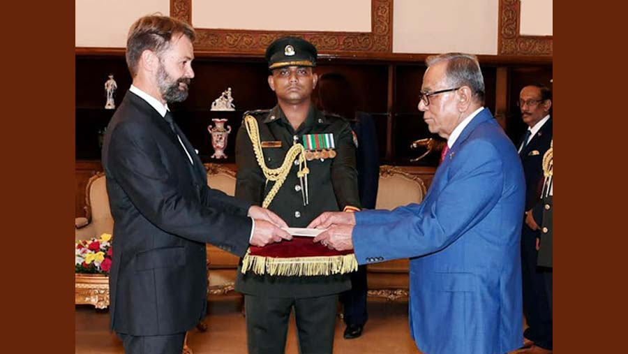 President Hamid seeks French support for Rohingya repatriation
