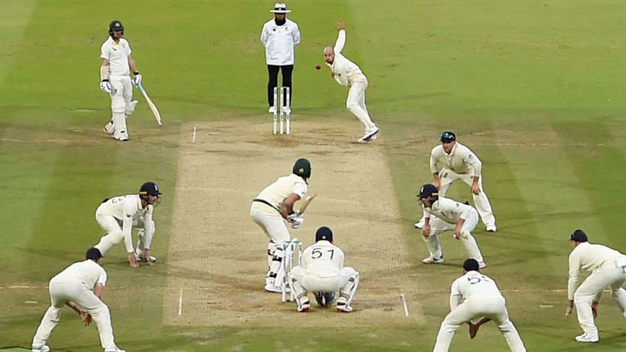Australia survive fright to draw Test
