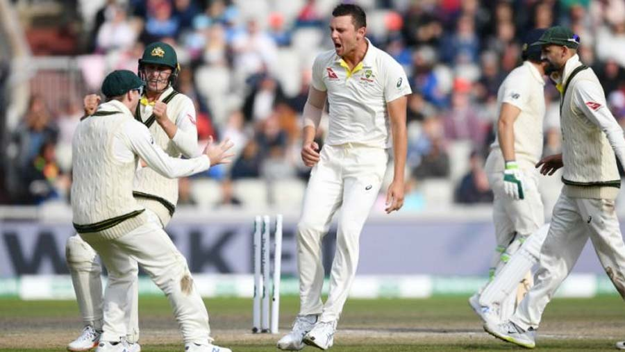 Australia beat England in thriller to retain Ashes