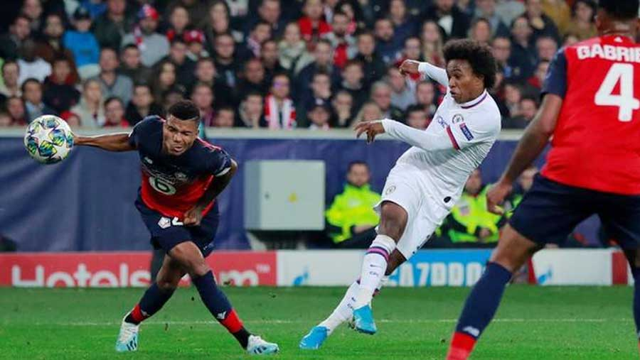 Willian's winner gives Chelsea 2-1 victory at Lille