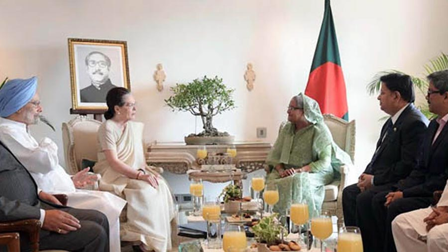 PM exchanges pleasantries with Sonia Gandhi