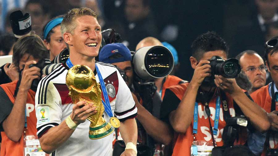 Schweinsteiger announces retirement