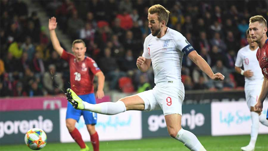 Czech Republic inflict first qualifier defeat on England in 10 yrs
