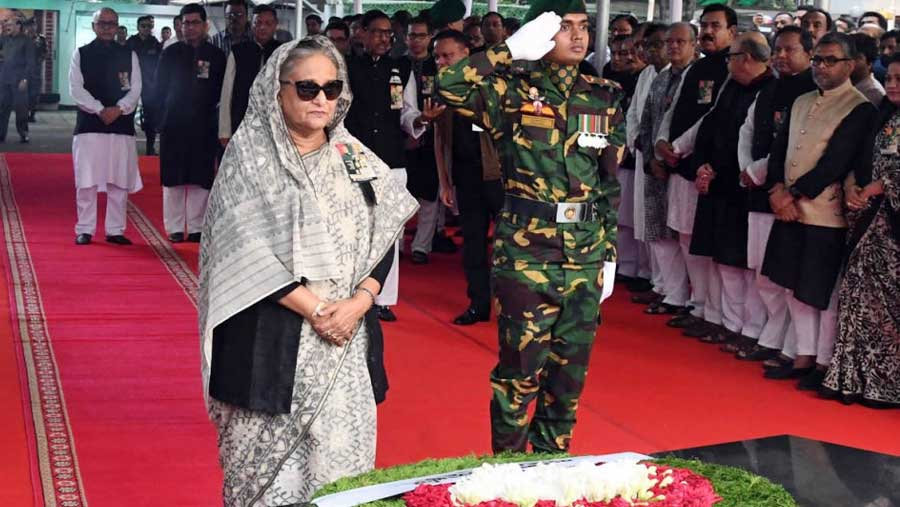 PM pays tributes to Bangabandhu, four national leaders
