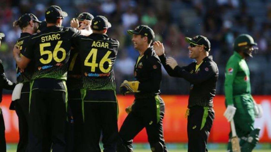 Australia thrash Pakistan to win T20 series