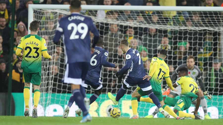 Watford finally win after sinking Norwich 2-0