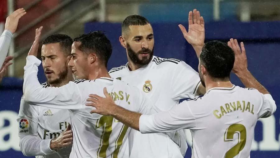 Benzema scores twice as Real crush Eibar 4-0