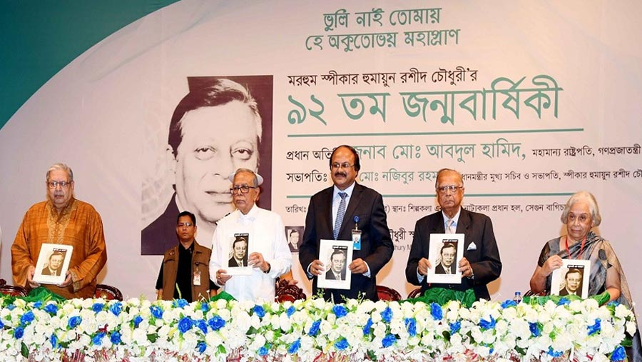 Politicians must ensure healthy political environment, says President