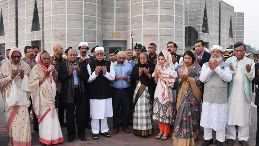 President, PM pay homage to Ismat Ara Sadique