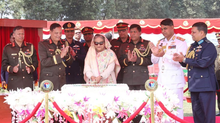 PM asks armed forces to keep vigil against social menaces