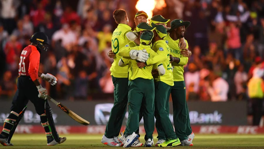 S. Africa beat England by one run in 1st T20