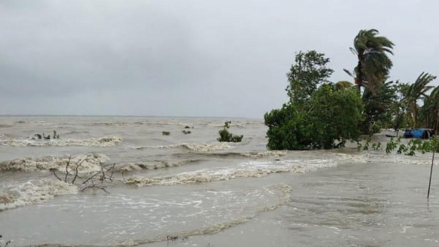 Cyclone Amphan hits southwestern Bangladesh, Indian coasts
