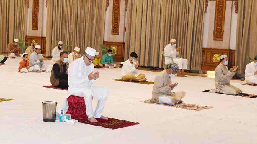 President offers Eid prayers at Bangabhaban