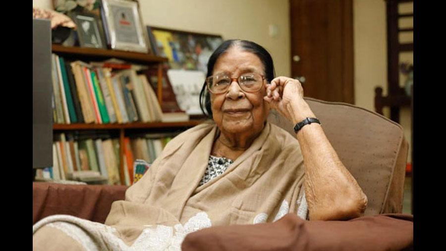 Country's first female photographer Sayeeda Khanam no more