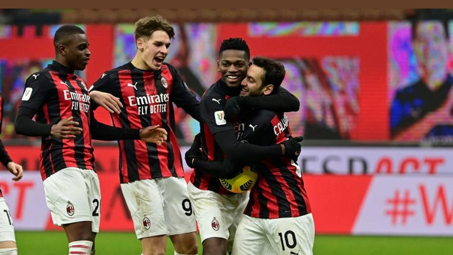 Milan beat Torino to reach Italian Cup quarters