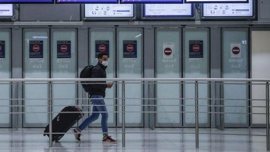 France closes borders to most non-EU travel