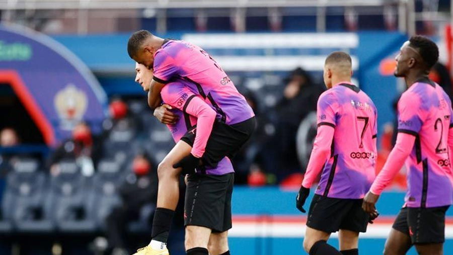 PSG beat Nice to go top of Ligue 1