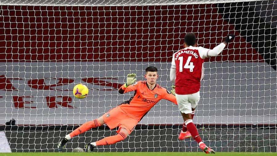 Arsenal survive late Leeds scare