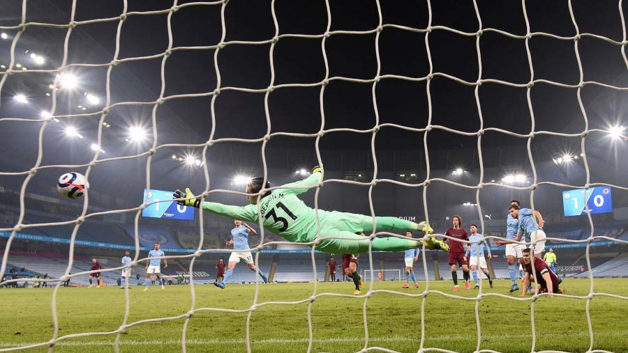 Man City extend lead at top of EPL