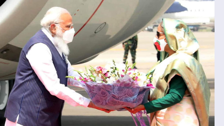 Modi accorded vibrant reception in Dhaka