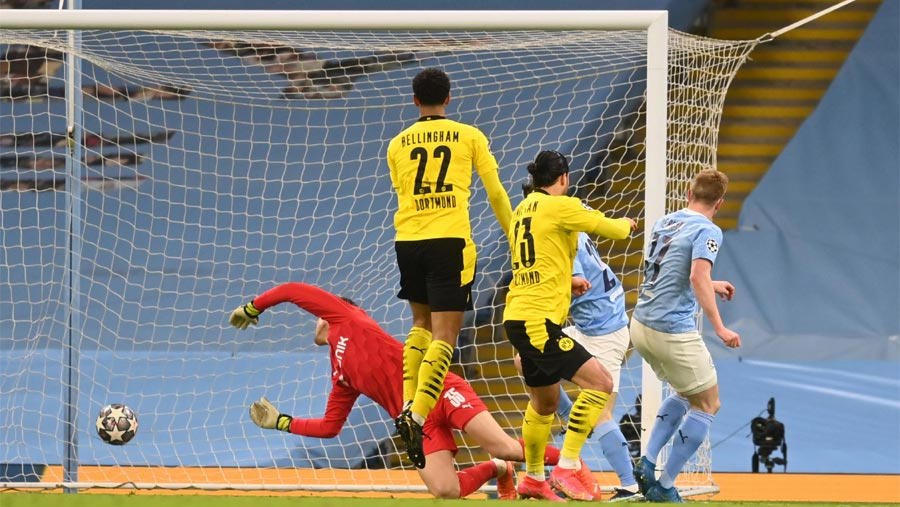 Foden scores late as Man City beat Dortmund