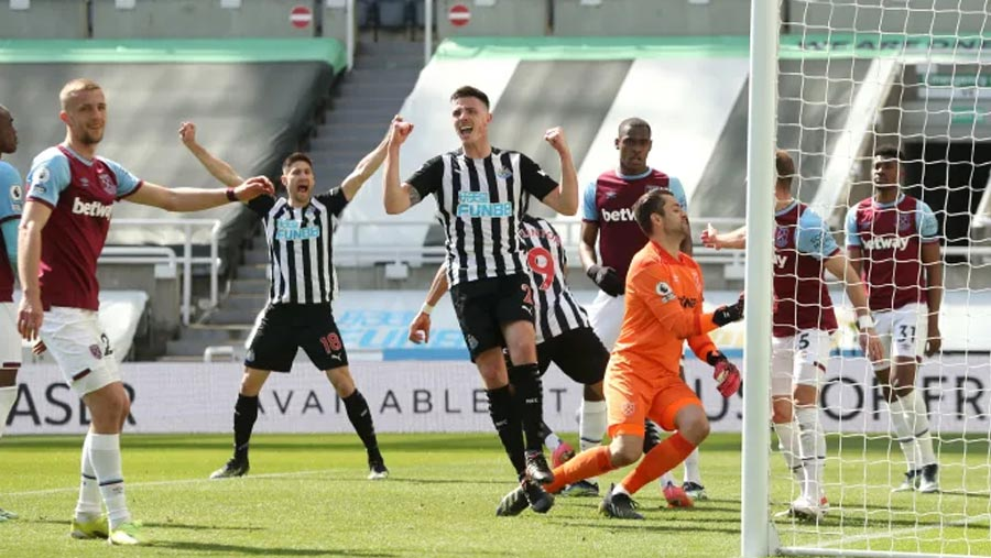 Newcastle beat West Ham with late winner