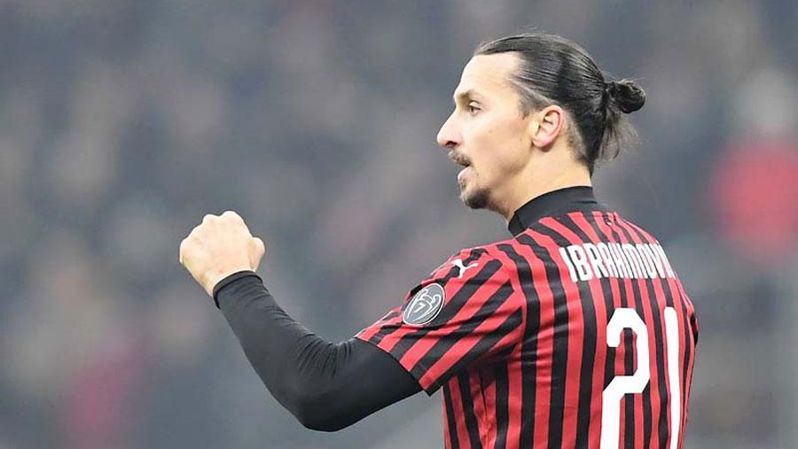 Ibrahimovic signs new AC Milan contract