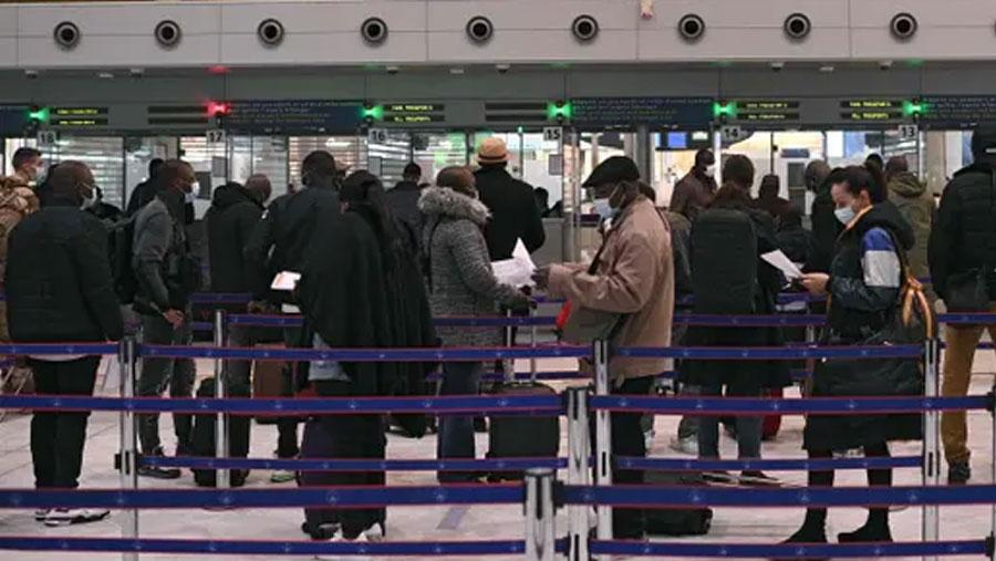 France imposes quarantine on UK travellers