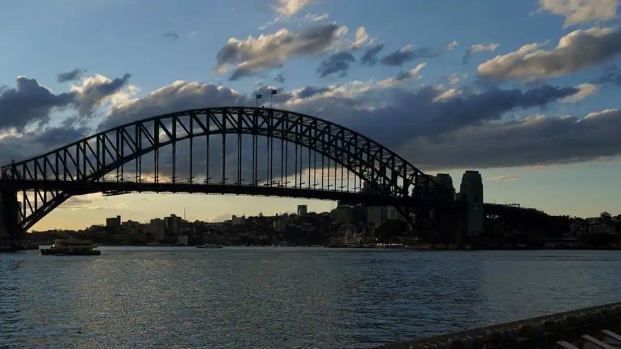 Sydney tightens lockdown