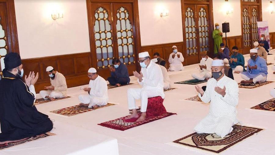 President offers Eid prayers at Bangabhaban