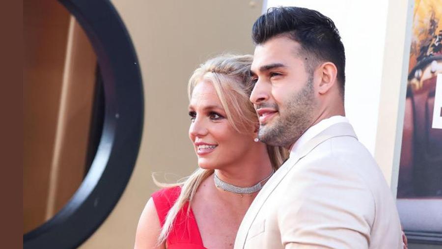 Britney announces engagement to Sam Asghari