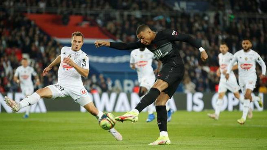 Mbappe penalty sees PSG beat Angers